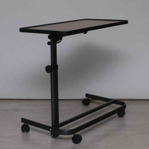 Állványos asztal barna asztallappal felállás segítő fotelhez